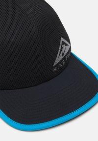 Nike Performance - DRY PRO TRAIL UNISEX - Pet - black - 4
