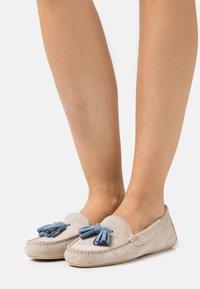 Pretty Ballerinas - Mokkasiner - sand/jeans - 0