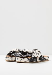 Scotch & Soda - YOLIN  - Mules - black/white - 4