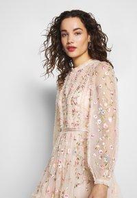 Needle & Thread - WALLFLOWER DRESS - Koktejlové šaty/ šaty na párty - pink - 3