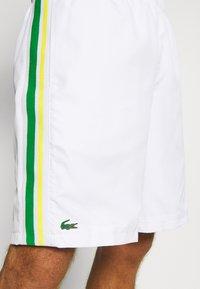 Lacoste Sport - TENNIS TOUR - Sports shorts - white/malachite/yellow - 5