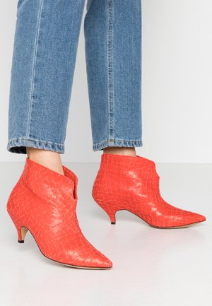 MAKE YOUR MOVE - Ankle boots - red