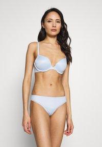 Calvin Klein Underwear - LIQUID TOUCH THONG - Thong - baby blue - 1