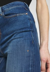 Guess - 1981 - Jeans Skinny Fit - eco feather mid - 5
