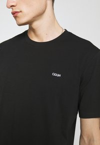 HUGO - DERO - T-shirt - bas - black - 4