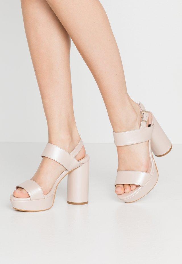 Korolliset sandaalit - japeto