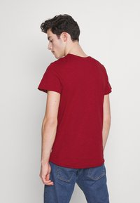 Jack & Jones - JJEBAS TEE - Basic T-shirt - rio red - 2
