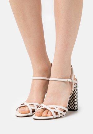 Sandály na vysokém podpatku - latte/royal