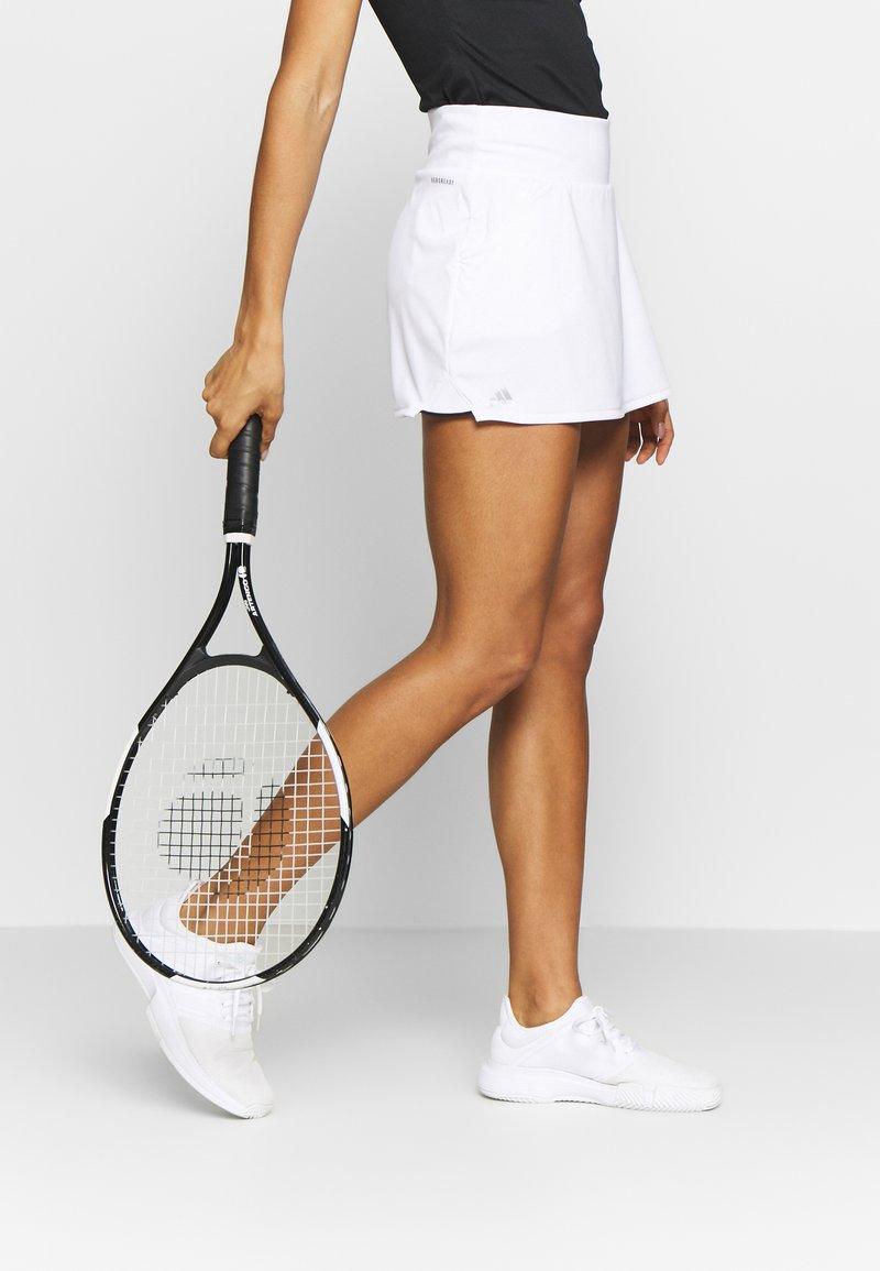 adidas Performance - CLUB SKIRT - Sportovní sukně - white/black