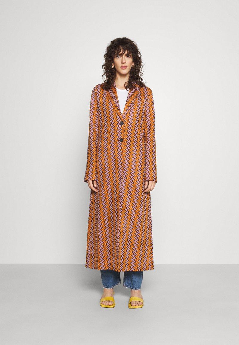 M Missoni - DUST COAT - Classic coat - pumpkin/giallo/blood/candy