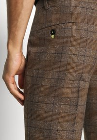Twisted Tailor - PETTIS SUIT - Suit - brown - 9
