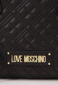 Love Moschino - QUILTED SOFT - Sac à main - nero - 5