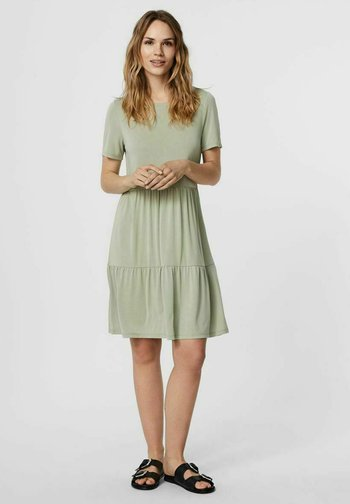 SHORT SLEEVE - Sukienka z dżerseju - desert sage