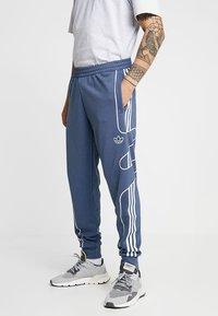 adidas Originals - OUTLINE STRIKE REGULAR TRACK PANTS - Tracksuit bottoms - tech ink - 0