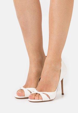 Peeptoe heels - latte