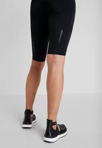 Kari Traa - SIGRUN SHORTS - Legging - black - 4