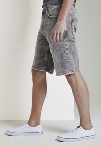 TOM TAILOR DENIM - Denim shorts - used light stone grey denim - 3