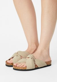 ONLY SHOES - ONLMAXI CROSSOVER - Mules - beige - 0