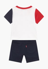 Levi's® - COLOR BLOCK TEE SET - Denim shorts - white - 1