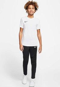 Nike Performance - Basic T-shirt - weiss/schwarz (909) - 1
