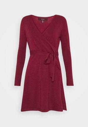 VMKARISARA WRAP DRESS - Strikkjoler - cabernet