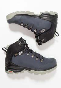 Salomon - OUTBACK 500 GTX - Hiking shoes - ebony/black/shadow - 1