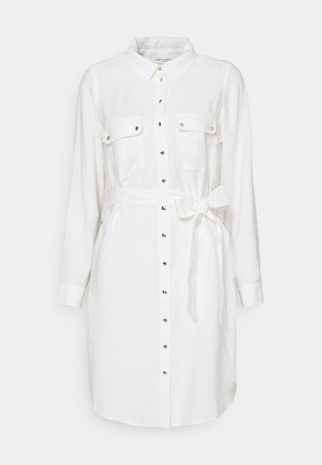 ADINA UTILITY MIDI DRESS - Košilové šaty - porcelain