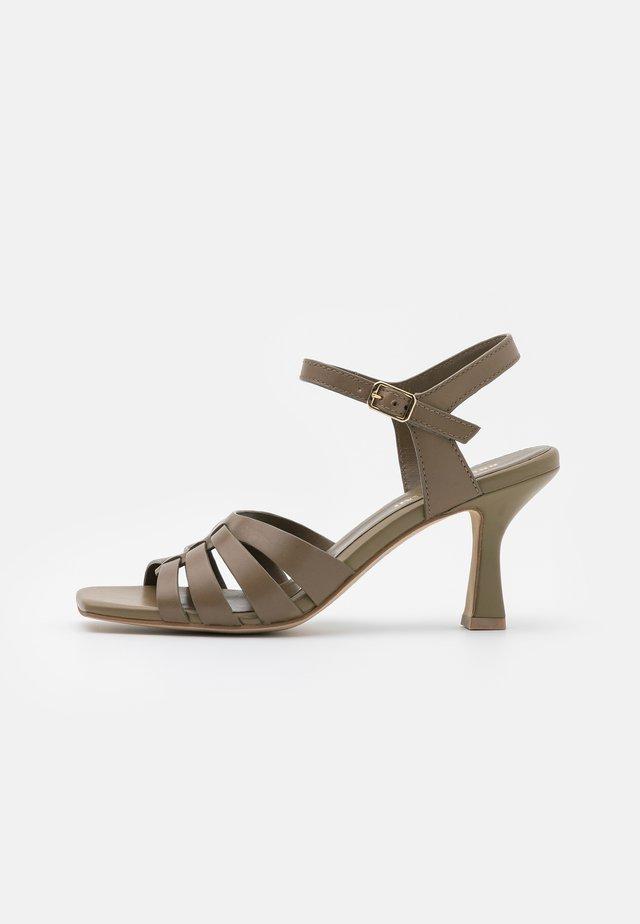Sandali - kaki