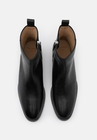 Royal RepubliQ - HANDCRAFTED HUNTER - Classic ankle boots - black - 3