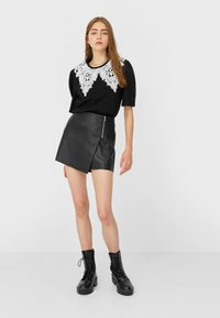 Stradivarius - Shorts - black - 1