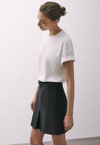Massimo Dutti - MIT SCHNALLE - A-line skirt - black - 2