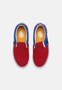 Vans - CLASSIC SLIP-ON UNISEX - Trainers - chili pepper/nautical blue - 3