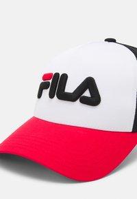 Fila - TRUCKER LINEAR LOGO SNAP BACK UNISEX - Caps - true red/bright white/black - 3