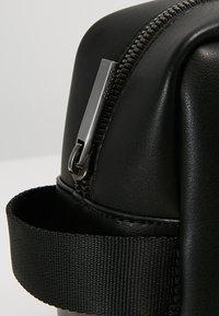 Calvin Klein - ESSENTIAL WASHBAG - Trousse - black - 6