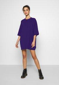 Weekday - HUGE - Basic T-shirt - dark purple - 1