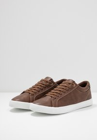 Pier One - Trainers - cognac - 2