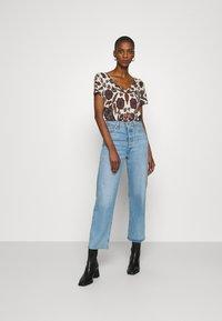 Desigual - BENIN - Camiseta estampada - offwhite - 1