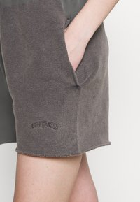 BDG Urban Outfitters - JOGGER - Shorts - charcoal - 4