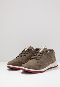 Caterpillar - QUEST - Sneakersy niskie - muddy - 2