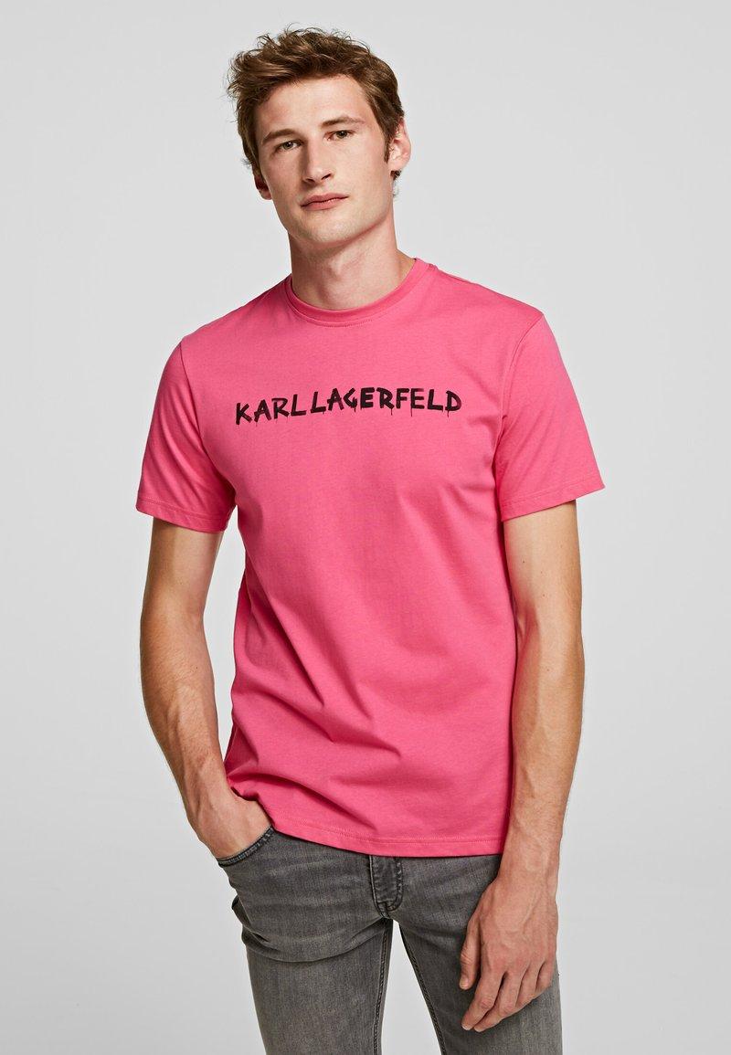 KARL LAGERFELD - Print T-shirt - fuchisa