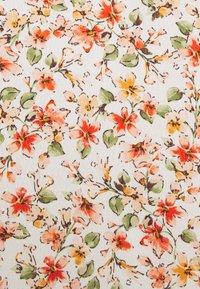 Forever New Petite - AMANDA SWEETHEART TIE FRONT - Print T-shirt - corsica - 2