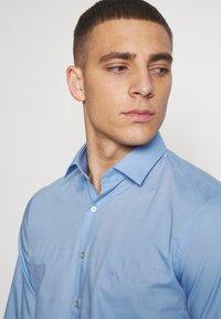 Calvin Klein Tailored - STRETCH - Formal shirt - light blue - 3