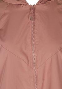 Zizzi - MIT REISSVERSCHLUSS UND KAPUZE - Summer jacket - rose - 4