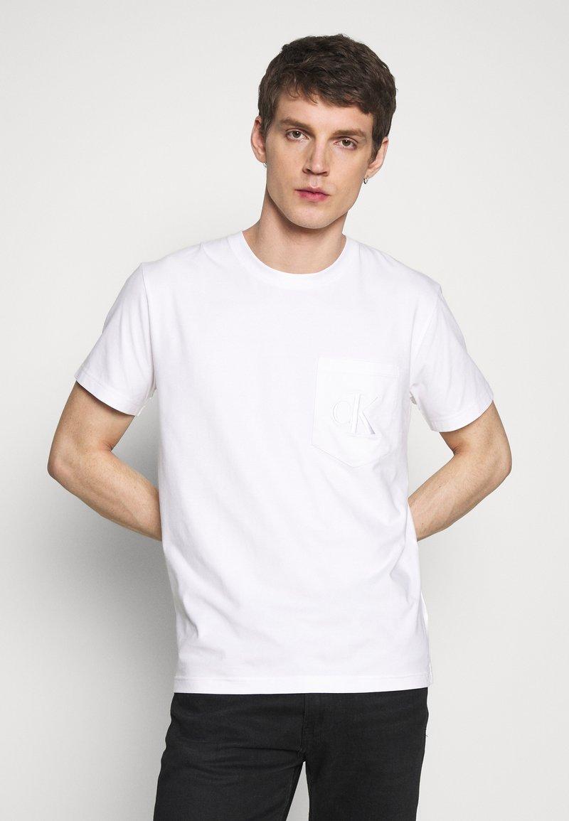 Calvin Klein Jeans - TONAL POCKET MONOGRAM TEE - Print T-shirt - bright white