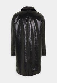 Weekday - DARYL PATENT COAT UNISEX - Wollmantel/klassischer Mantel - black - 1