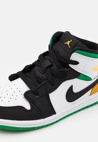 Jordan - 1 MID SE UNISEX - Basketbalové boty - white/laser orange/black/lucky green - 5