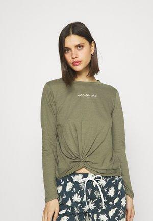 Pyjama top - four leaf clover