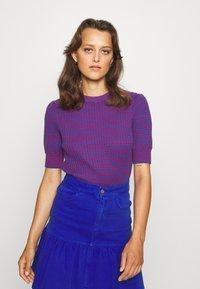 See by Chloé - Print T-shirt - blue/red - 0