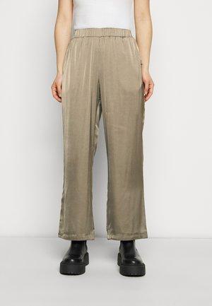 VMNATALIA PANTS - Kalhoty - bungee cord