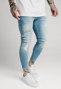 SIKSILK - DISTRESSED SUPER - Jeans Skinny Fit - light wash denim - 4